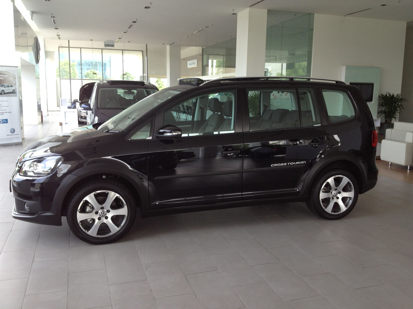 the volkswagen cross touran your vehicle in surviving a. Black Bedroom Furniture Sets. Home Design Ideas