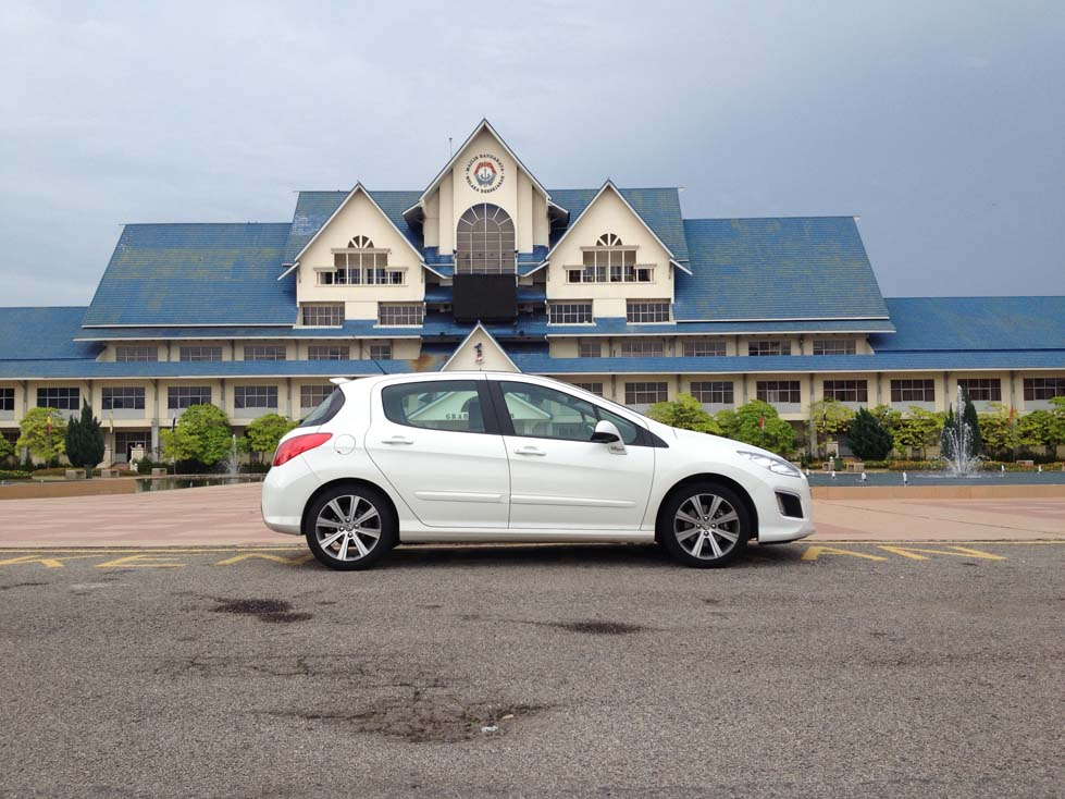 The Peugeot 308 VTi and THP - Hot French Flair - kensomuse