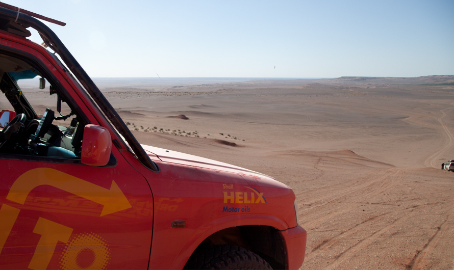 Tackling the sand dunes of China's western Taklamakan desert