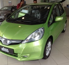 Toyota Prius C vs Honda Jazz Hybrid – The battle for the most affordable hybrid